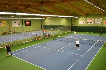 Billsta_020_Lars-Erik_Ringstrom_serve_Billy_Forsberg_300_15x10.jpg